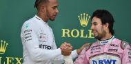 Lewis Hamilton y Sergio Pérez en Bakú - SoyMotor.com