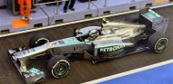 Lewis Hamilton en el pit lane de Marina Bay - LaF1
