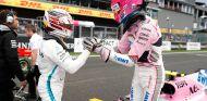 Lewis Hamilton felicita a Esteban Ocon, tercero - SoyMotor
