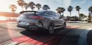 Hamilton prueba el Mercedes-AMG GT Coupé de cuatro puertas