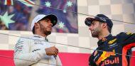Hamilton y Ricciardo en el podio del GP de Japón - SoyMotor.com