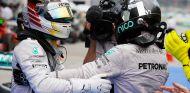 """Lauda avisa a Hamilton y Rosberg: """"El objetivo es una victoria de equipo para Mercedes"""""""