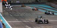 Hamilton puso en peligro la victoria de Mercedes - SoyMotor
