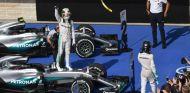 Hamilton celebra la victoria en el GP de Estados Unidos de 2016 - SoyMotor