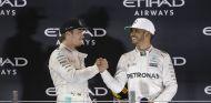 Rosberg y Hamilton en el podio de Abu Dabi - LaF1