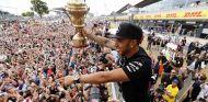 Hamilton va camino de asegurar su tercer título, está disfrutando sin presión del 2015 - LaF1