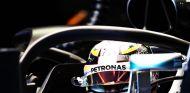 Lewis Hamilton con el halo en Singapur - LaF1