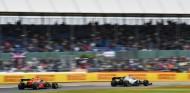 Hamilton aún es mejor que Verstappen, según Helmut Marko - SoyMotor.com