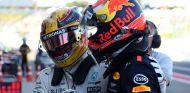 Hamilton y Verstappen tras la carrera en Suzuka - SoyMotor.com