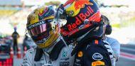 Hamilton y Verstappen tras el Gran Premio de Japón 2017 - SoyMotor.com