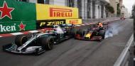 Hamilton y Verstappen pactan no criticarse con micrófonos delante - SoyMotor.com