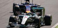 Hamilton y Verstappen, han sido los pilotos más destacados, y premiados de la temporada - LaF1