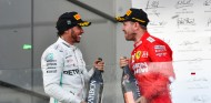 "Vettel bromea sobre su retirada: ""Hamilton ya es piloto de Ferrari"" - SoyMotor.com"