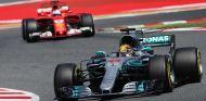 Lewis Hamilton y Sebastian Vettel en Barcelona - SoyMotor