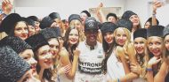 Lewis Hamilton y las pit-babes de Rusia - LaF1