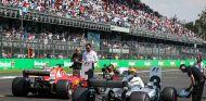 Vettel y Hamilton en la parrilla de México - SoyMotor