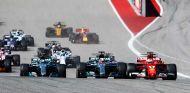 Lewis Hamilton y Sebastian Vettel en la salida del GP de Estados Unidos - SoyMotor.com
