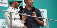 Lewis Hamilton y Mark Webber en Sepang - SoyMotor.com