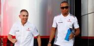 Martin Whitmarsh y Lewis Hamilton en Hungría 2012 - SoyMotor.com