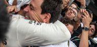 Lewis Hamilton y Toto Wolff en Interlagos - SoyMotor.com