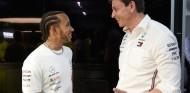"""Wolff se ríe de los rumores: """"Por lo que leo, Hamilton pide mucho dinero"""" - SoyMotor.com"""