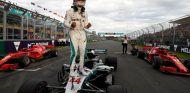Lewis Hamilton celebra la Pole – SoyMotor.com