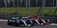 Los coches de Mercedes por delante de Räikkönen – SoyMotor.com