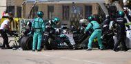 Parada de Lewis Hamilton en boxes – SoyMotor.com