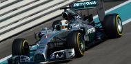Mercedes marca tiempos inalcanzables en un día de 'rookies'