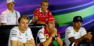 Hamilton y Rosberg enfrían el ambiente en la rueda de prensa en Monza - LaF1.es