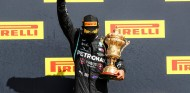"""Hamilton gana en tres ruedas en Silverstone: """"Casi se me para el corazón"""" - SoyMotor.com"""