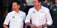 Yusuke Hasegawa y Éric Boullier en Brasil - SoyMotor.com