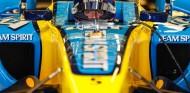 Alonso, en la exhibición con el R25 en Abu Dabi - SoyMotor.com