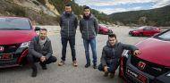 Monteiro, Bou, Márquez y Pedrosa posan junto a los Honda Civic Type R - SoyMotor
