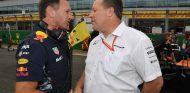 Christian Horner y Zak Brown en una imagen de archivo de Silverstone - SoyMotor