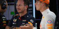 Christian Horner y Max Verstappen - SoyMotor.com