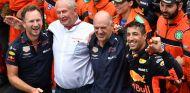 Daniel Ricciardo, Christian Horner, Dr. Helmut Marko y Adrian Newey en Mónaco - SoyMotor.com