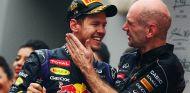 Christian Horner felicita a Sebastian Vettel por su cuarto título mundial - LaF1