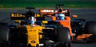 Hülkenberg y Alonso durante una carrera esta temporada - SoyMotor.com