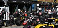 Nico Hülkenberg y Romain Grosjean en el Pit-Lane de Albert Park - SoyMotor.com