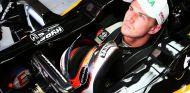 Hülkenberg sentado en el 'cockpit' de su Force India - LaF1