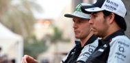 Nico Hülkenberg y Sergio Pérez durante el último GP de la temporada 2016 - SoyMotor