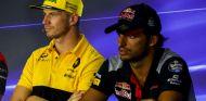 Hülkenberg y Sainz durante una rueda de prensa de la FIA esta temporada - SoyMotor.com