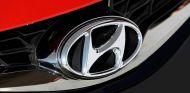 Logo de Hyundai en la parrilla de uno de sus modelos - SoyMotor