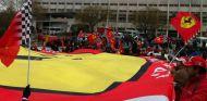 Más de 200 aficionados apoyaron a Michael Schumacher el día de su cumpleaños