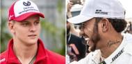 Mick Schumacher (izq.) y Lewis Hamilton (der.) - SoYMotor.com