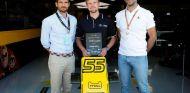 Tommaso Volpe, Benedikt Helling y Cyril Abiteboul en Silverstone - SoyMotor