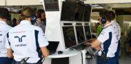 Ingenieros de Williams durante un Gran Premio - SoyMotor.com