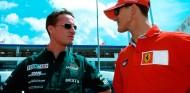 Eddie Irvine y Michael Schumacher en Magny-Cours - SoyMotor.com