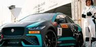 Reema Juffali, primera mujer saudí en pilotar en una carrera en su país - SoyMotor.com